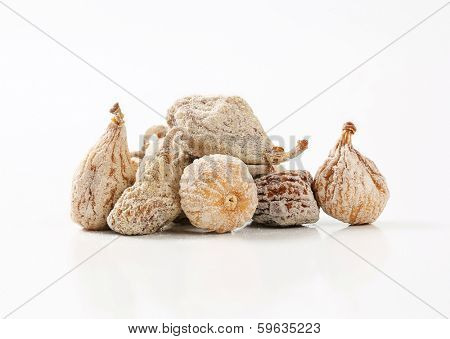 portion of dried figs with sugar