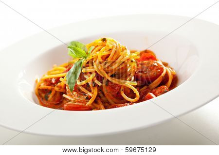 Spaghetti with Tomato and Basil Leaf