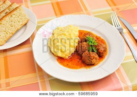 Meatballs in tomato sauce and puree
