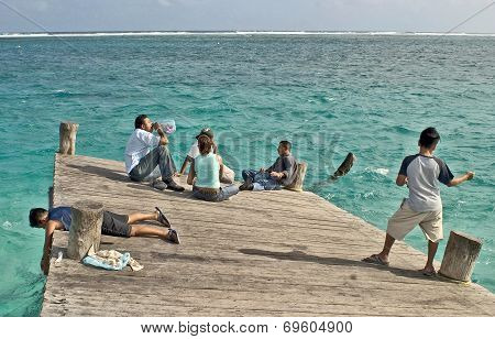 People on a twisted pier in Chelem
