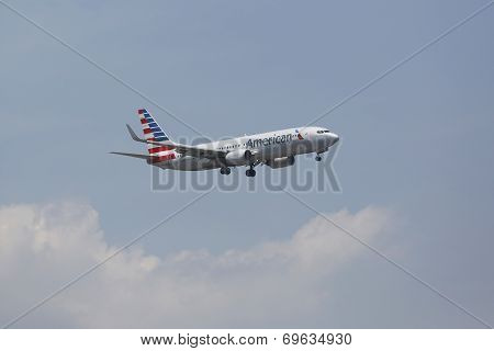 American Airlines Boeing 737 on approach to JFK International Airport in New York