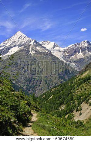 View  Near The Matterhorn In Swiss