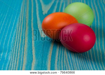 Easter Eggs An  Wooden Platte