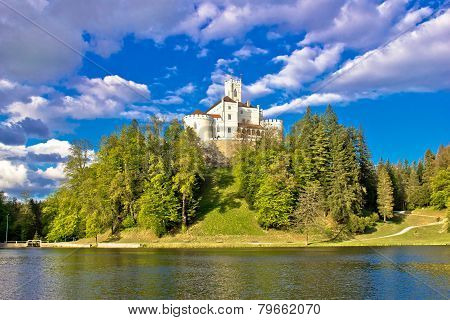 Odyllic Lake Hill Castle Of Trakoscan
