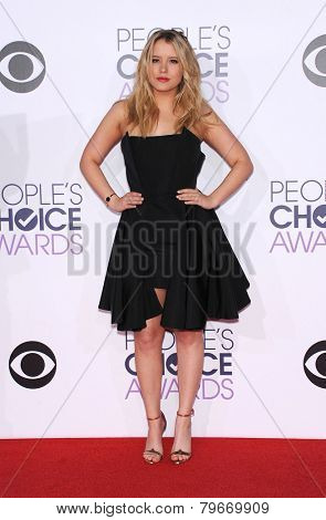 LOS ANGELES - JAN 07:  Taylor Spreitler arrives to the People's Choice Awards 2014  on January 7, 2015 in Los Angeles, CA