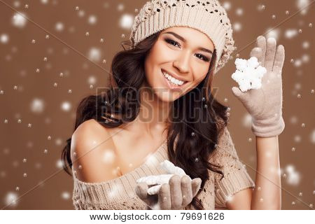 Portrait of a beautiful brunette in the winter.
