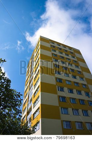 Renovated Prefab With The Blue Sky In Hradec Kralove