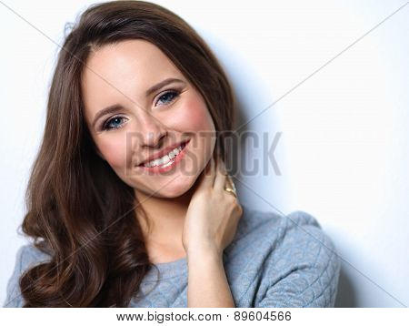 Portrait of an attractive fashionable young brunette woman