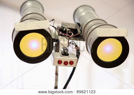 Telescopic Eyes Robot With Yellow Light