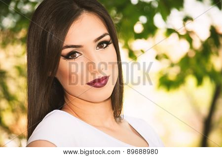 Beautiful young girl posing in the park