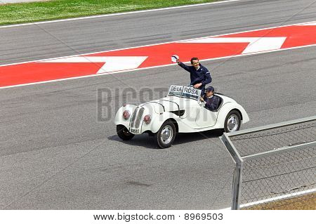 BARCELONA- MAY 9:Pedro de la Rosa of BMW Sauber-Ferrari on parade of pilots before a stage of race t