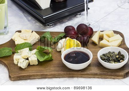 cheese plate with several kinds