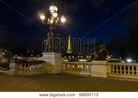 The bridge of Alexandre III at night