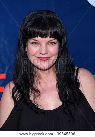 LOS ANGELES - AUG 10:  Pauley Perrette arrives to the Summer 2015 TCA's - CBS, The CW & Showtime  on August 10, 2015 in West Hollywood, CA
