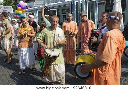 MIEDZYZDROJE - AUGUST 16: Colours parade of people on the occasion of the annual festival of Indian culture on 16 August 2015 in Miedzyzdroje, Poland.
