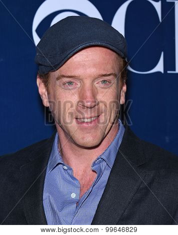 LOS ANGELES - AUG 10:  Damian Lewis arrives to the Summer 2015 TCA's - CBS, The CW & Showtime  on August 10, 2015 in West Hollywood, CA