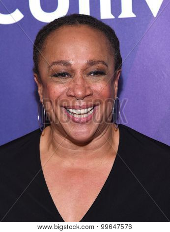 LOS ANGELES - AUG 13:  S Epatha Merkerson arrives to the Summer 2015 TCA's - NBCUniversal  on August 13, 2015 in Hollywood, CA
