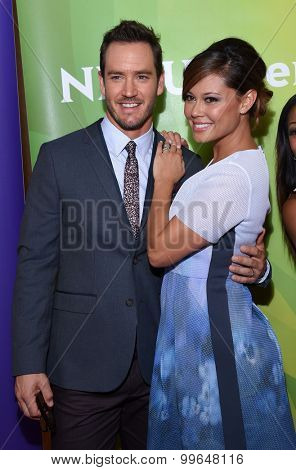 LOS ANGELES - AUG 13:  Mark-Paul Gosselaar & Vanessa Lachey arrives to the Summer 2015 TCA's - NBCUniversal  on August 13, 2015 in Hollywood, CA
