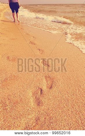 footprints in the sand retro