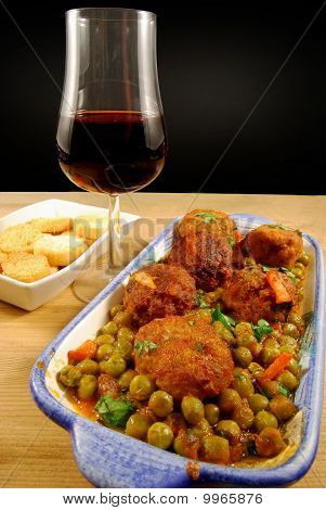 Meatballs In Sauce With Peas And Red Wine 011