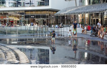 People In The New Modern Gae Aulenti Square