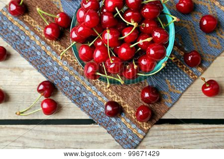 Sweet cherries in bowl on table close up