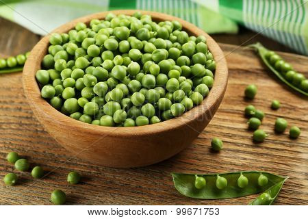 Fresh green peas in bowl on table close up