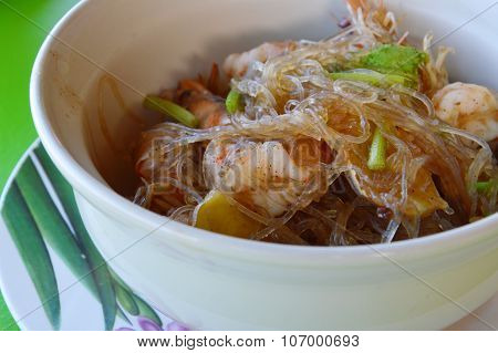 shrimps with glass noodles in bowl