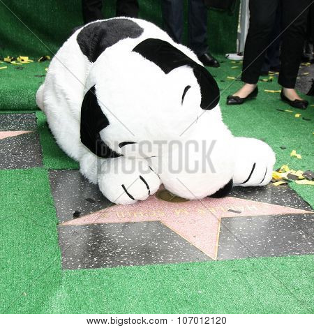 LOS ANGELES - NOV 2:  Snoopy and the WOF star for Charles Schultz at the Snoopy Hollywood Walk of Fame Ceremony at the Hollywood Walk of Fame on November 2, 2015 in Los Angeles, CA