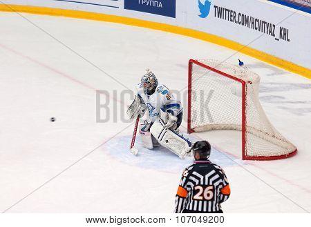 Alexei Ivanov (28) Catch A Puck