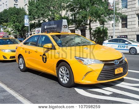 NEW YORK,USA - AUGUST 18,2015 : Yellow cab at 5th avenue in New York City