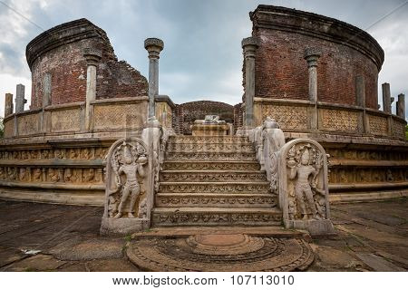 Polonnaruwa ruin was the second capital of Sri Lanka