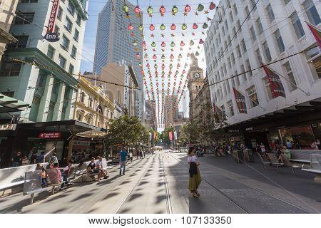 MELBOURNE - December 29, 2014: Unidentified people shop for X'mas on Burke Street