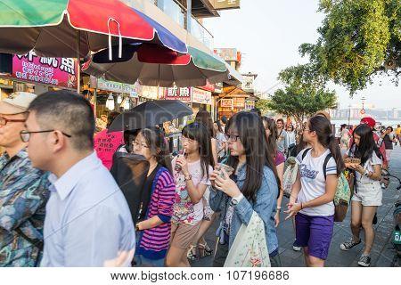 Danshui Pedestrian Shopping Area-river Side