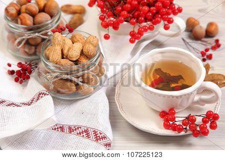 green tea and viburnum berry