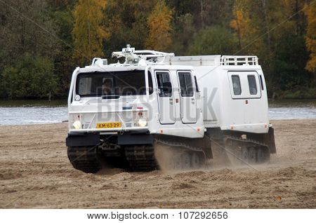 Hägglunds Bandvagn 206 - amphibious vehicle