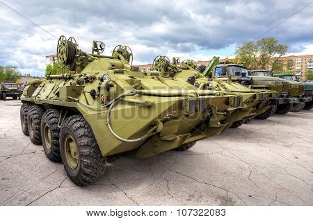 Wheeled Armored Recovery Vehicle Arv-k Based On The Btr-80