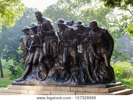 Bronze statue created by Karl Illava in 1927. It celebrates the deeds of the 7th Infantry Regiment of New York in the First World War.