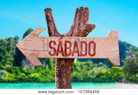 Saturday (in Spanish and Portuguese) arrow with beach background