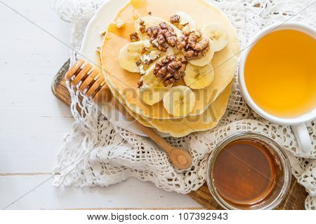 Pancakes with banana, nuts and honey