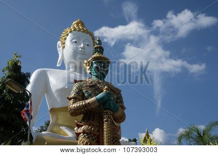 Giant Statue And Buddha Statue