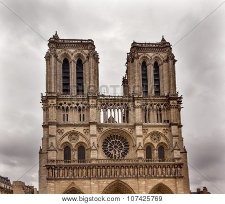 Facade Towers Overcast Notre Dame Cathedral Paris France