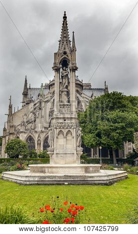 Back Garden Flying Buttresses Overcast Notre Dame Cathedral Paris France