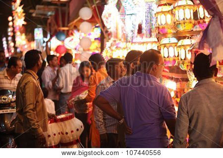 Pune, India - November 7, 2015: People In India Shopping For Sky Lanterns On The Occasion Of Diwali