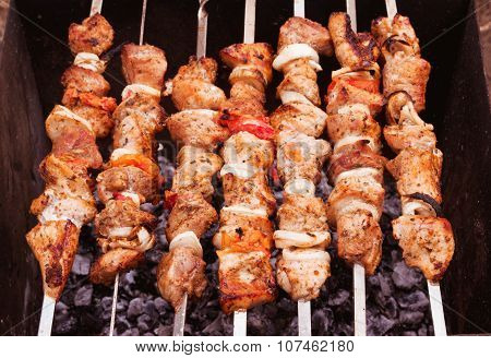 Barbecue over the coals
