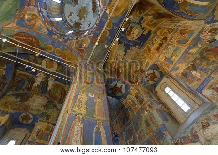 Transfiguration Cathedral built in the 16th century at  Suzdal. UNESCO World Heritage Site.  Golden