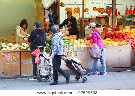 Street scene in Chinatown in New York