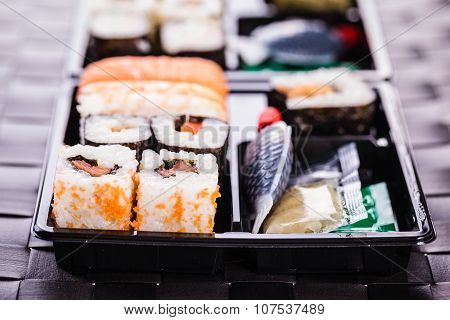 Convenient Sushi Box