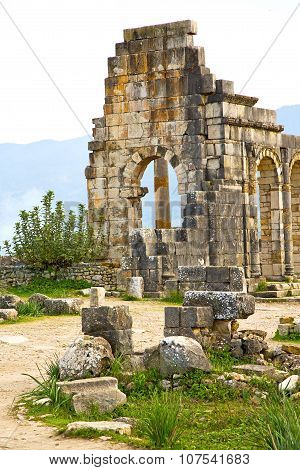Volubilis In Morocco  Old Roman Deteriorated   And Site