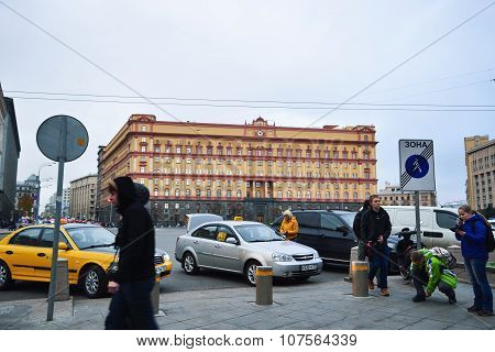 Largest administrative building in the center of Moscow